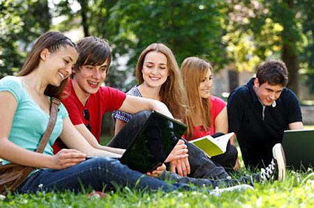 Choisir une assurance jeunes à l'étranger